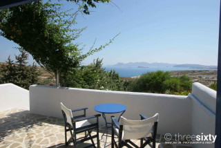 apartments with sea view sarakiniko in milos